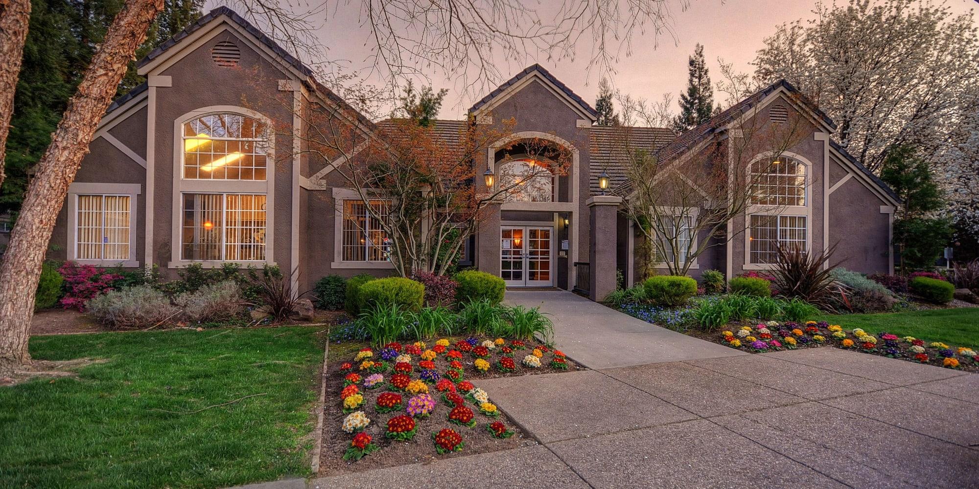 Sacramento, California, apartments at Larkspur Woods
