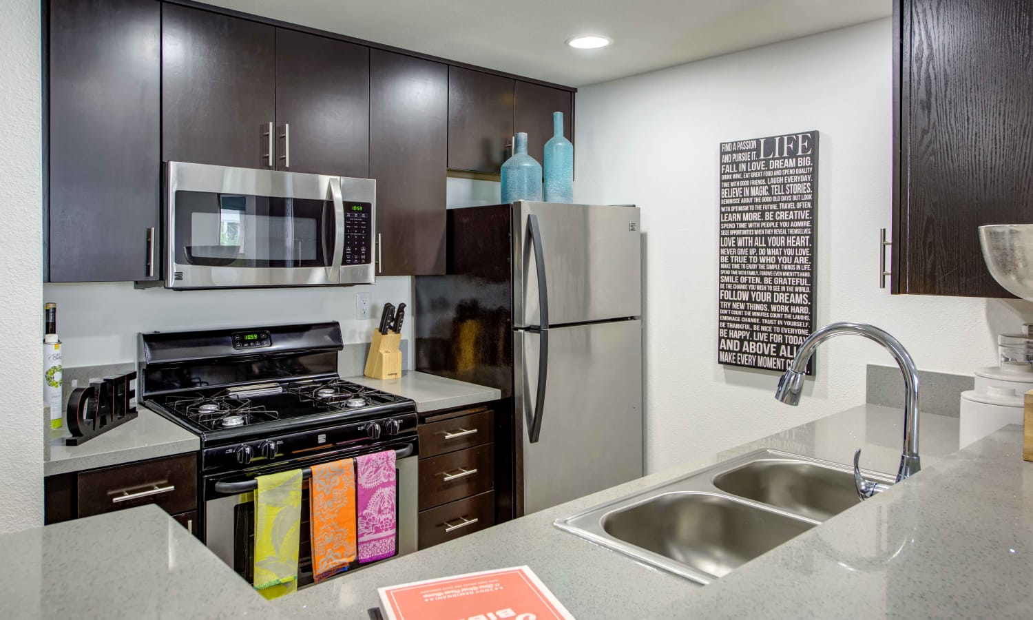 Sofi at 3rd offers a modern kitchen in Long Beach, California