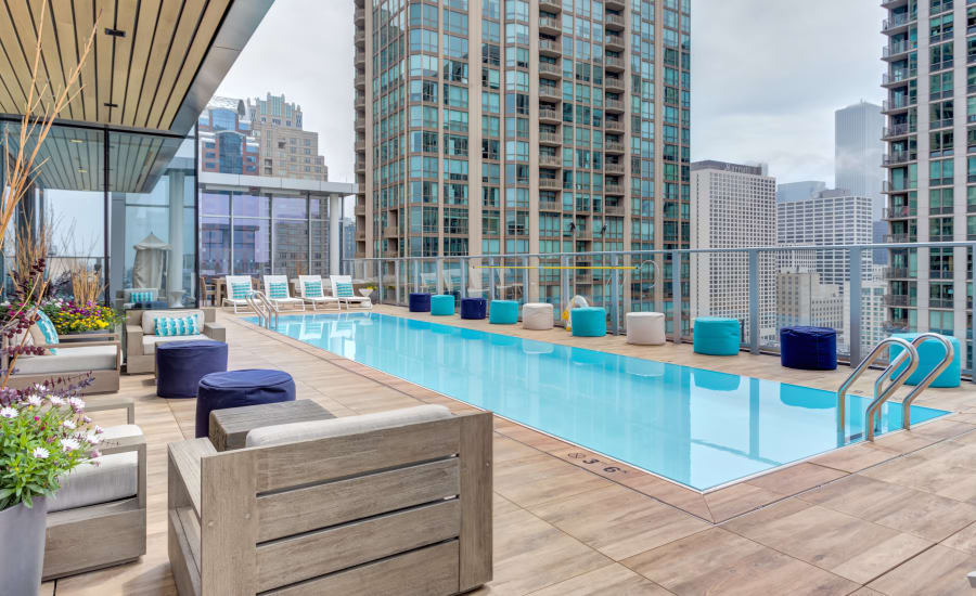 Resort-style rooftop swimming pool at Residences at 8 East Huron in Chicago, Illinois