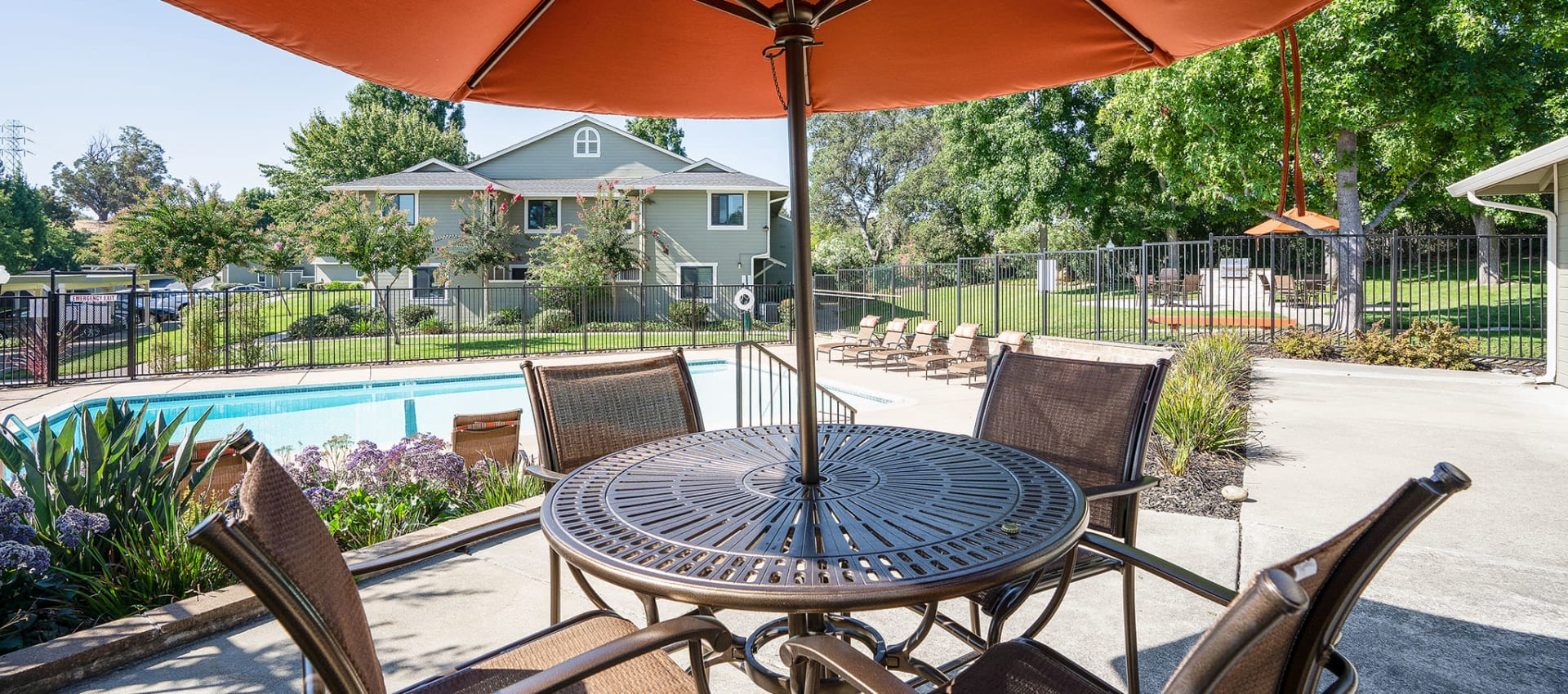 Outdoor Seating at Ridgecrest Apartment Homes in Martinez, California