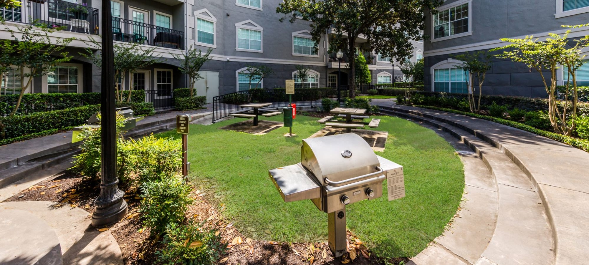 Pet policy at Marquis at Tanglewood in Houston, Texas
