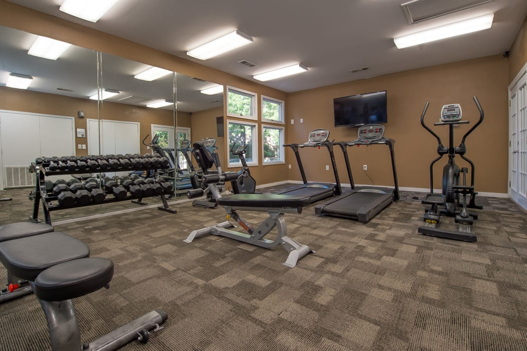 Fitness center at The Pointe of Ridgeland in Ridgeland, Mississippi