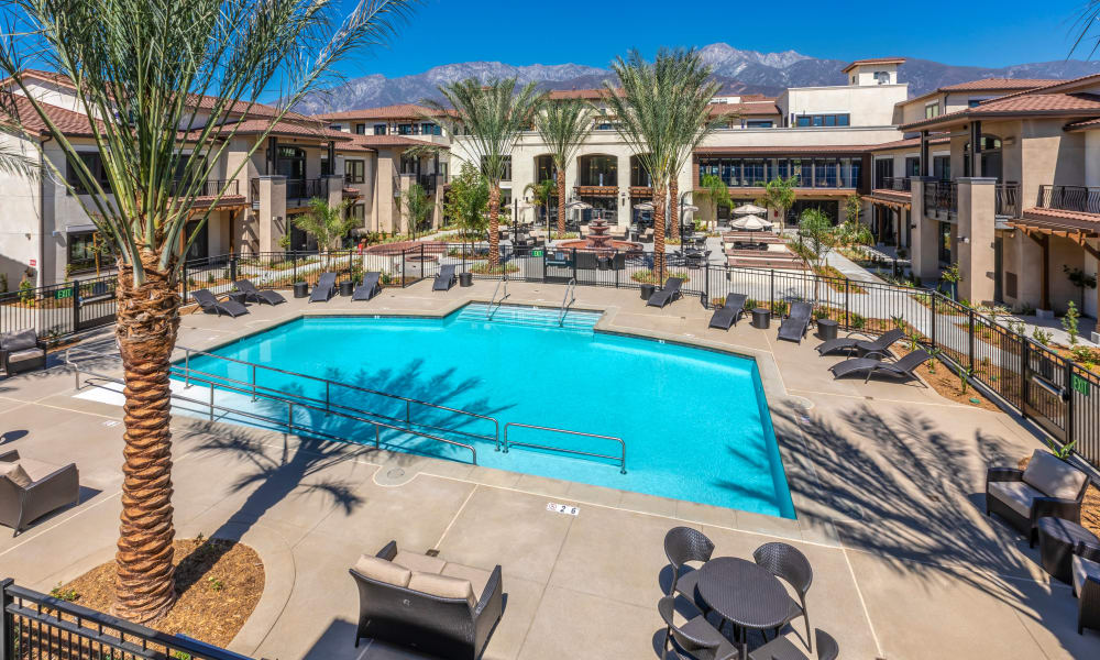 Outdoor courtyard pool at Merrill Gardens at Rancho Cucamonga
