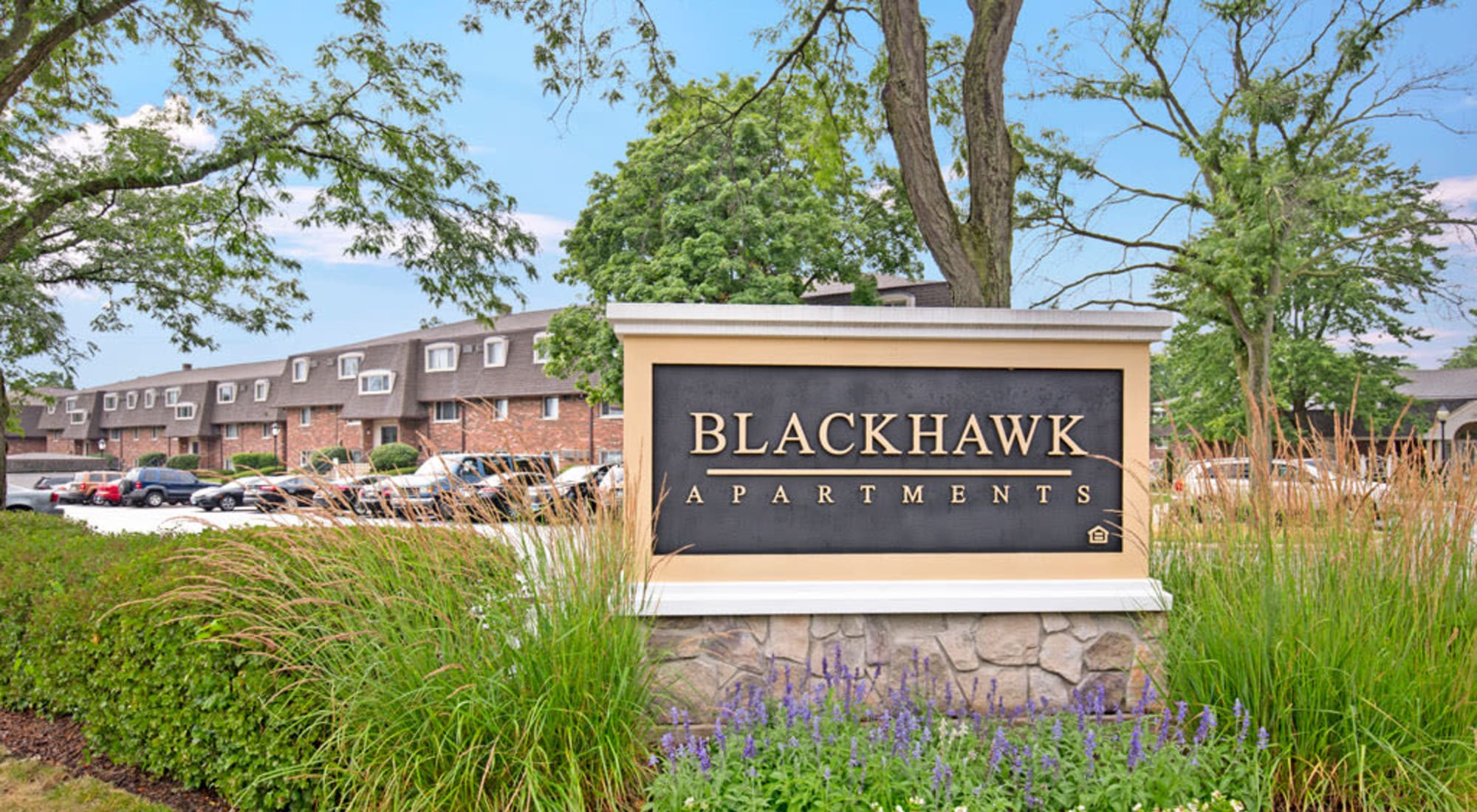 Schedule your tour of Blackhawk Apartments in Elgin, Illinois
