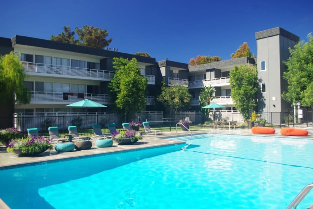 Citra offers a beautiful swimming pool in Sunnyvale, California