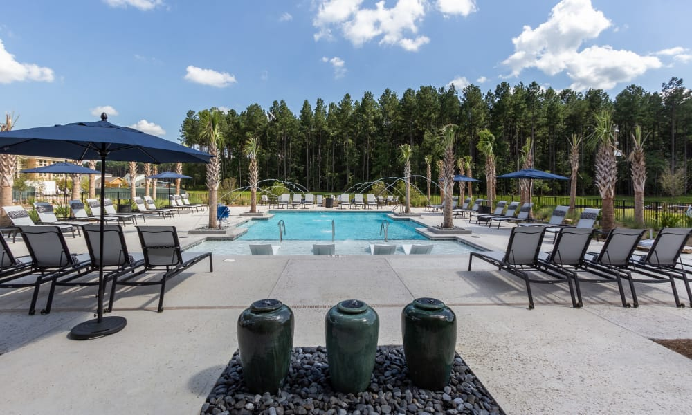 Alta Brighton Park offers a spacious swimming pool in Summerville, South Carolina