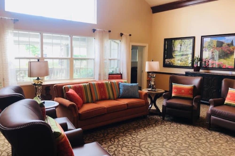 Pacifica Senior Living Hemet in Hemet, California offer a living room