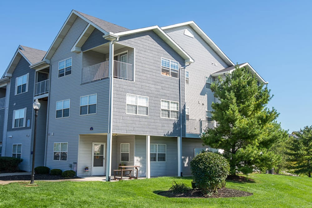 The view of the exterior at Silver Lake Hills in Fenton, Michigan