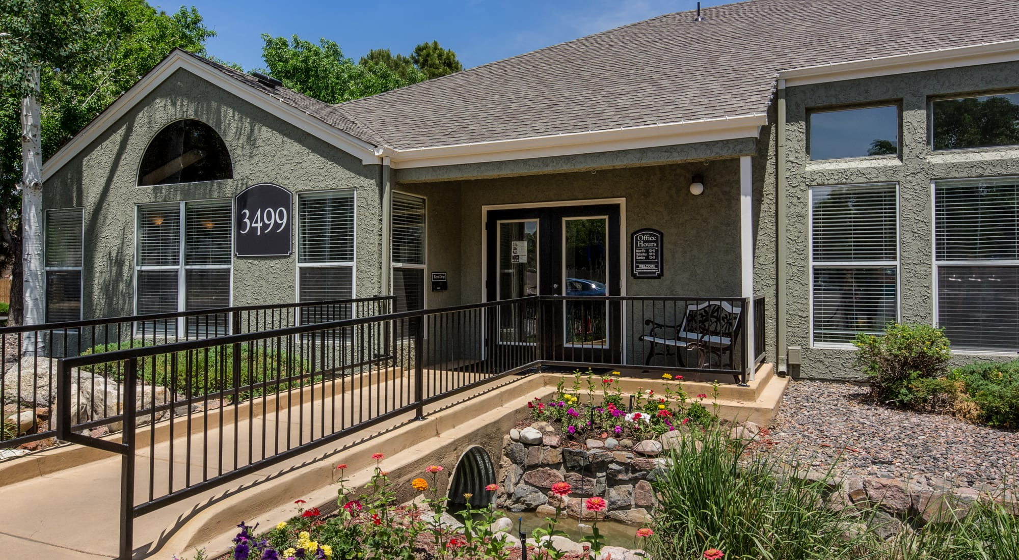 Apply to live at Waterfield Court Apartment Homes in Aurora, Colorado