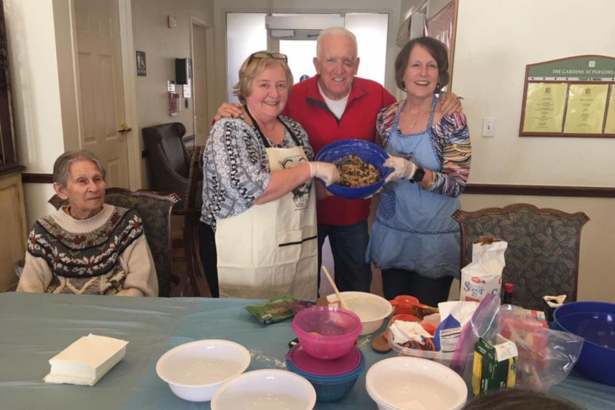 Residents cooking together at Parsons House Preston Hollow in Dallas, Texas