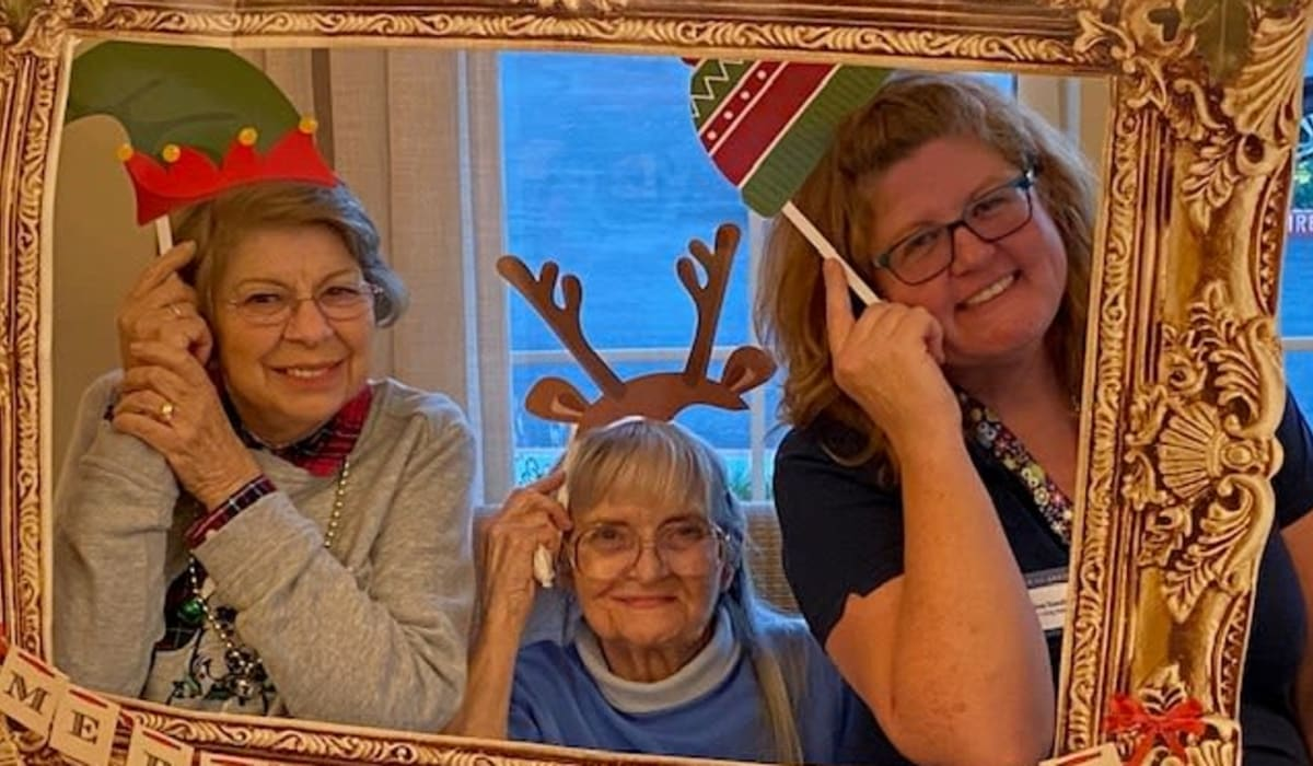 Senior residents and staff taking a fun photo