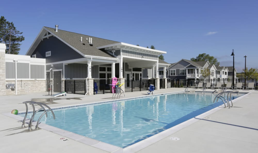 resort style pool at Springs at Knapp's Crossing in Grand Rapids