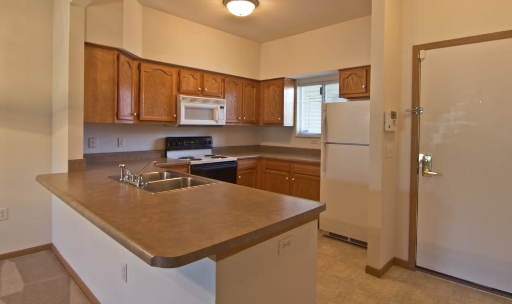Open kitchen at Steeplechase Apartments & Townhomes in Toledo