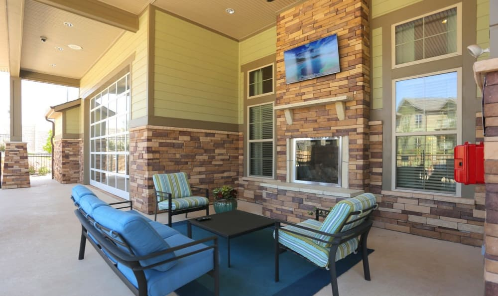 Outdoor sitting area at Springs at Memorial in Oklahoma City