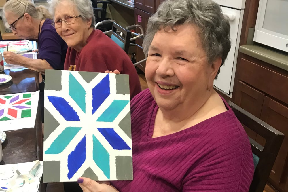 Residents enjoying an arts and crafts class at Edencrest at Siena Hills in Ankeny, Iowa