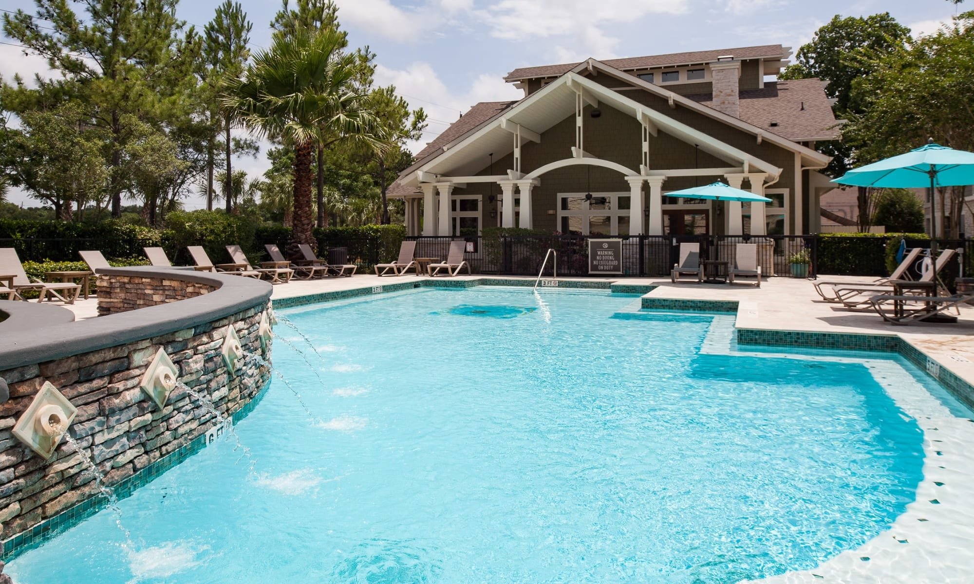 Apartments at Lakefront Villas in Houston, Texas