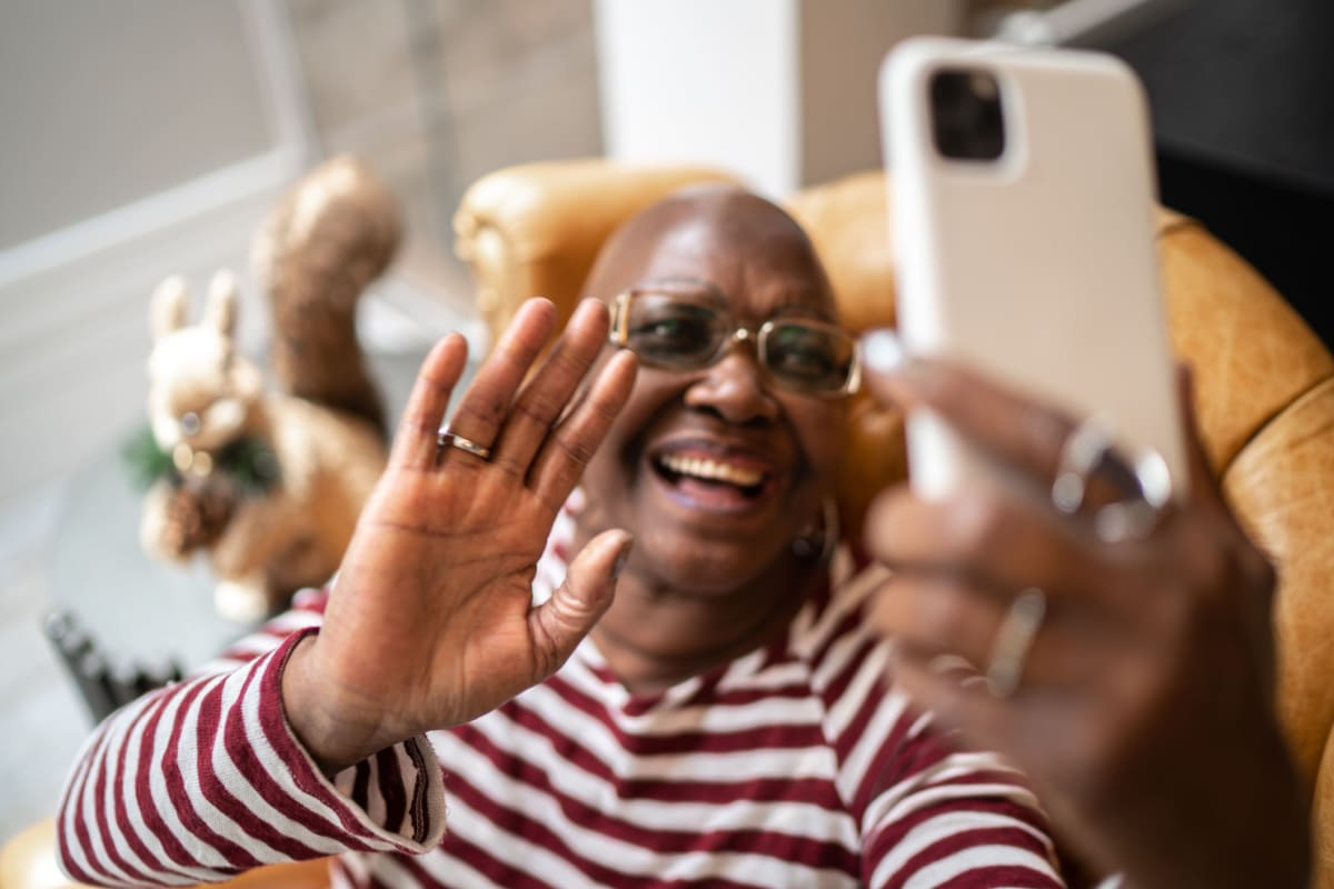 A resident using a smart phone at Canoe Brook Assisted Living & Memory Care in Catoosa, Oklahoma