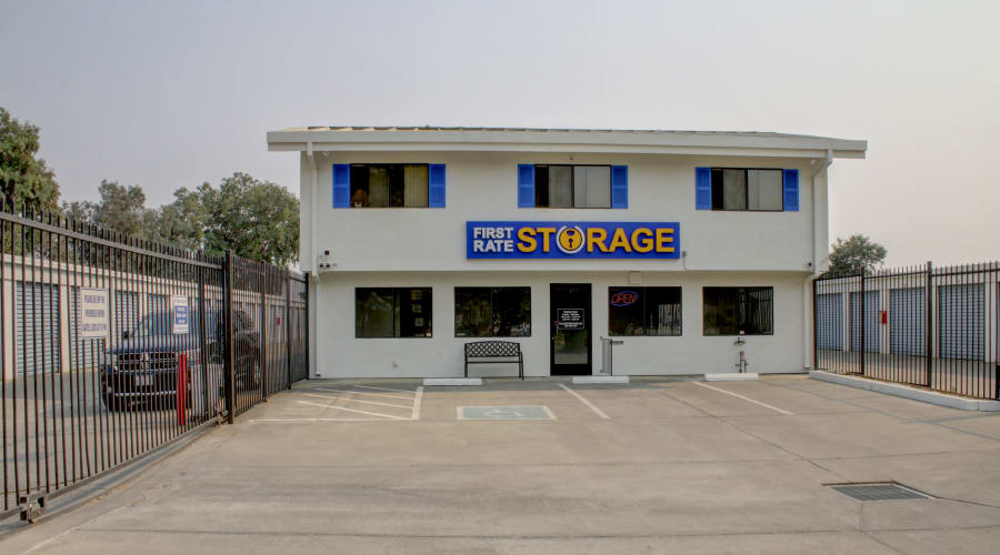 Spacious and comfortable parking in Woodland, California