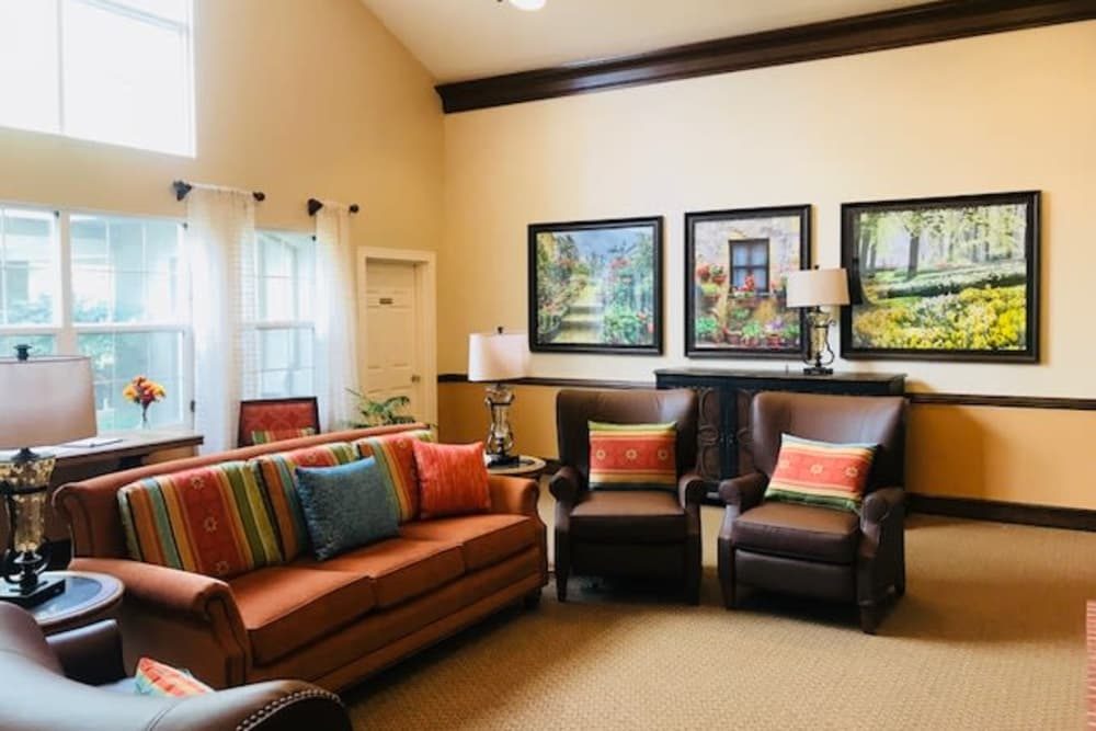 Pacifica Senior Living Hemet offers a beautiful living room in Hemet, California
