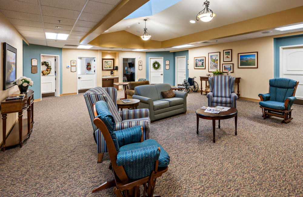 memory care common room at Touchmark at Meadow Lake Village in Meridian, Idaho