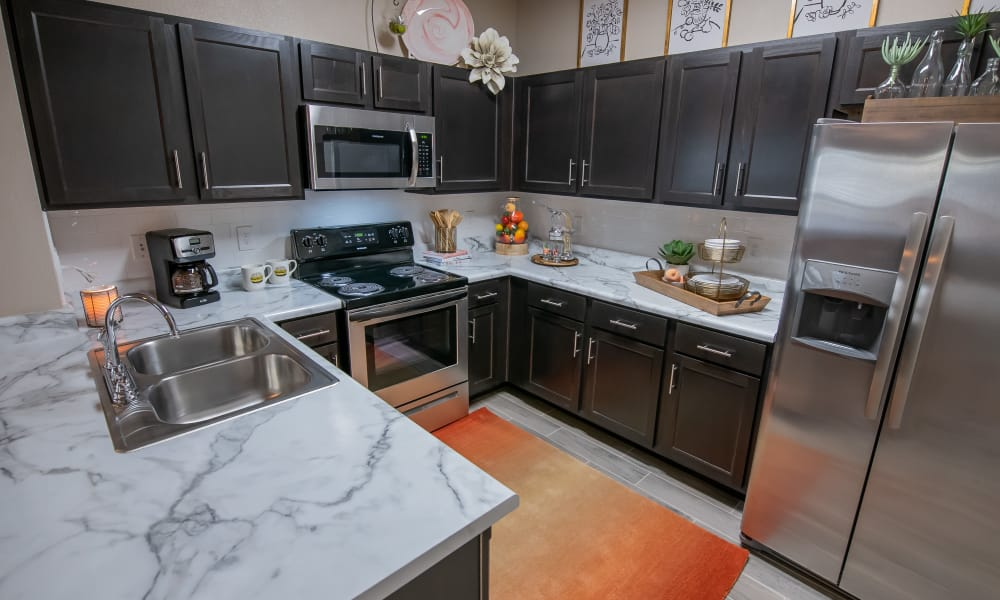 Spacious kitchen with granite counters at Stonehorse Crossing Apartments in Oklahoma City, Oklahoma