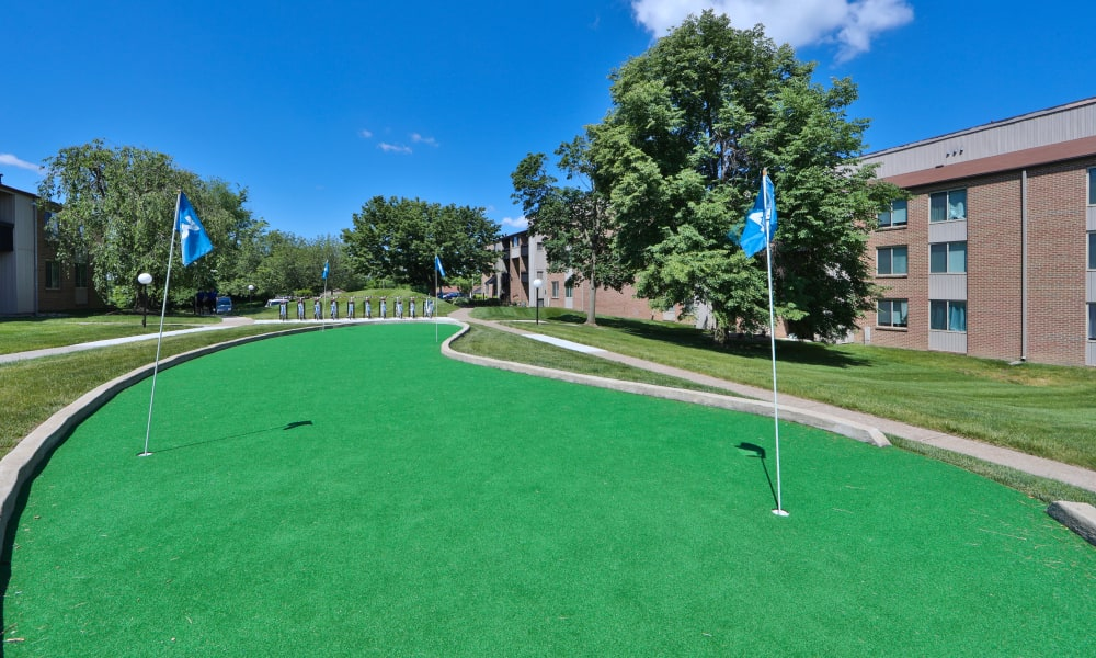 Enjoy Apartments with a Putting Green at Lakewood Hills Apartments & Townhomes