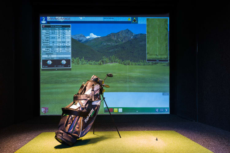 apartments with golf simulator