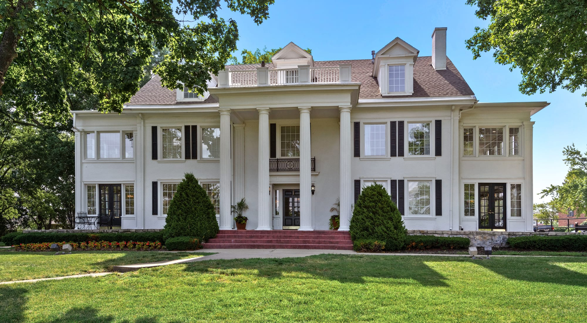 Apply to live at The Mansion in Independence, Missouri