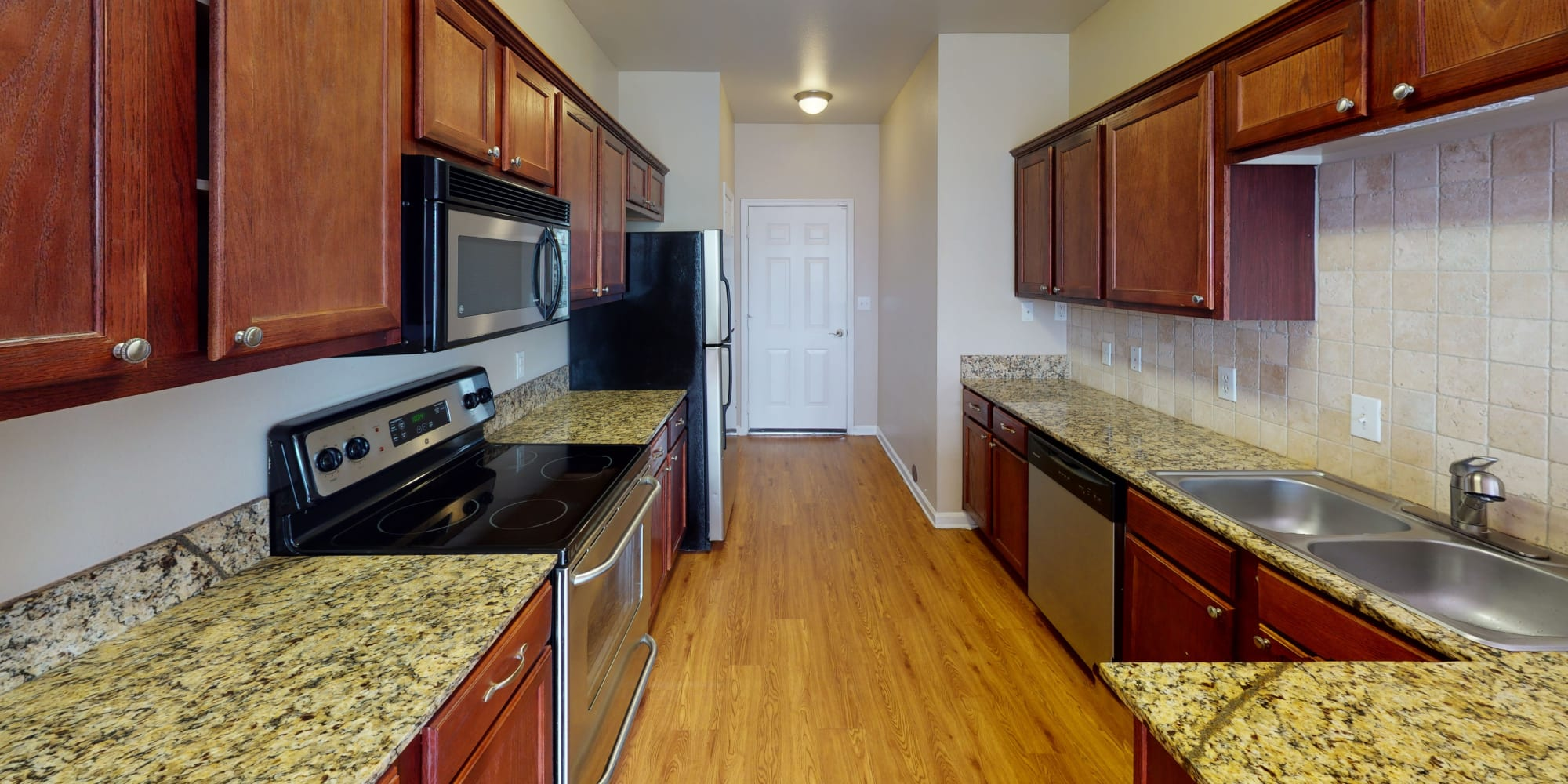 Luxury apartments at Oaks Estates of Coppell in Coppell, Texas