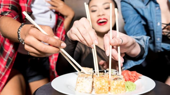 host-sushi-party