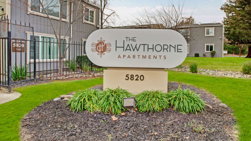Front entrance to The Hawthorne in Carmichael, California