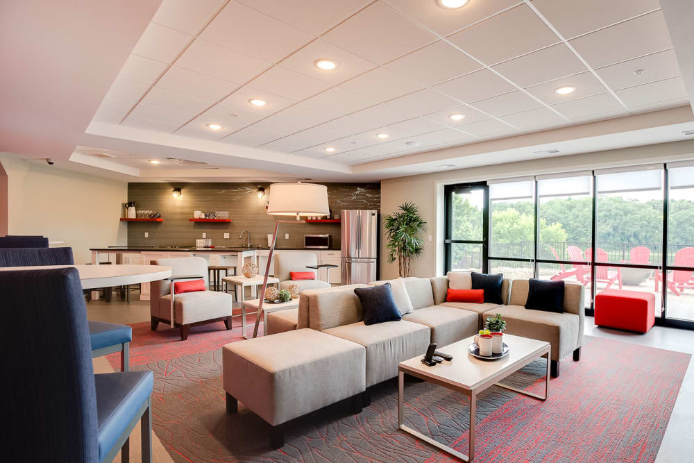 Expansive clubhouse with comfortable seating at Lake Jonathan Flats in Chaska, Minnesota