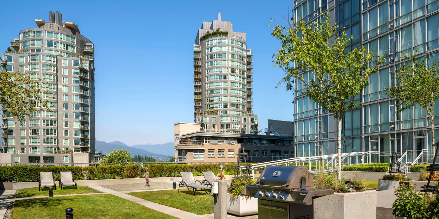 Enjoy the beautiful front view of Bayview at Coal Harbour apartments