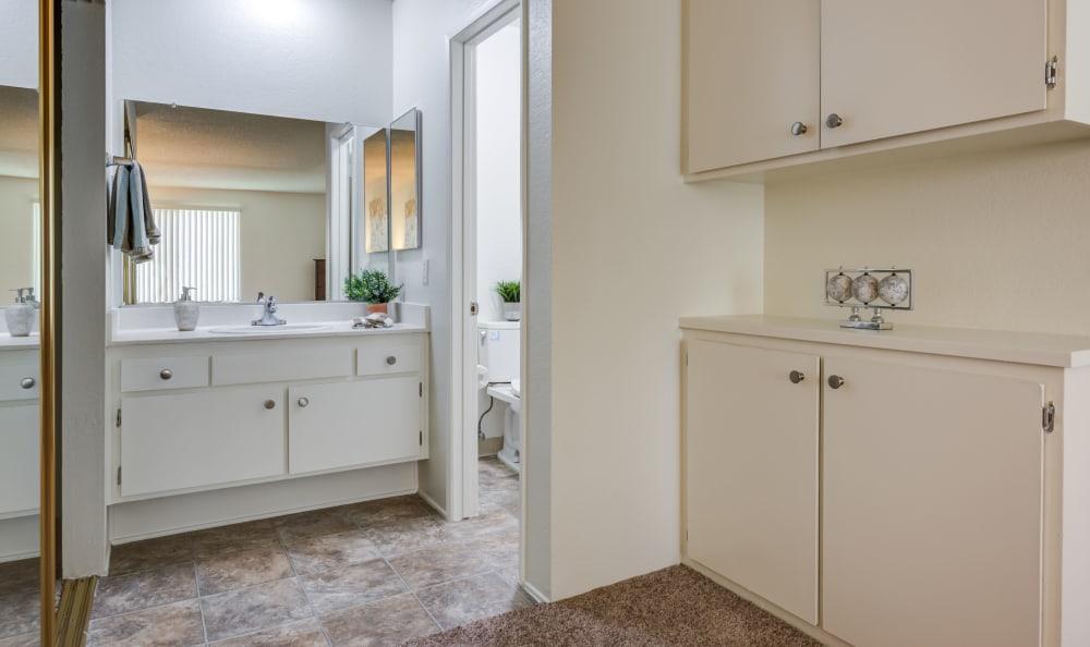 Vista Pointe I townhome bathroom
