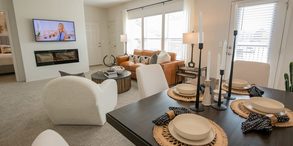 Very spacious carpeted living room at Artisan Crossing in Norman, Oklahoma