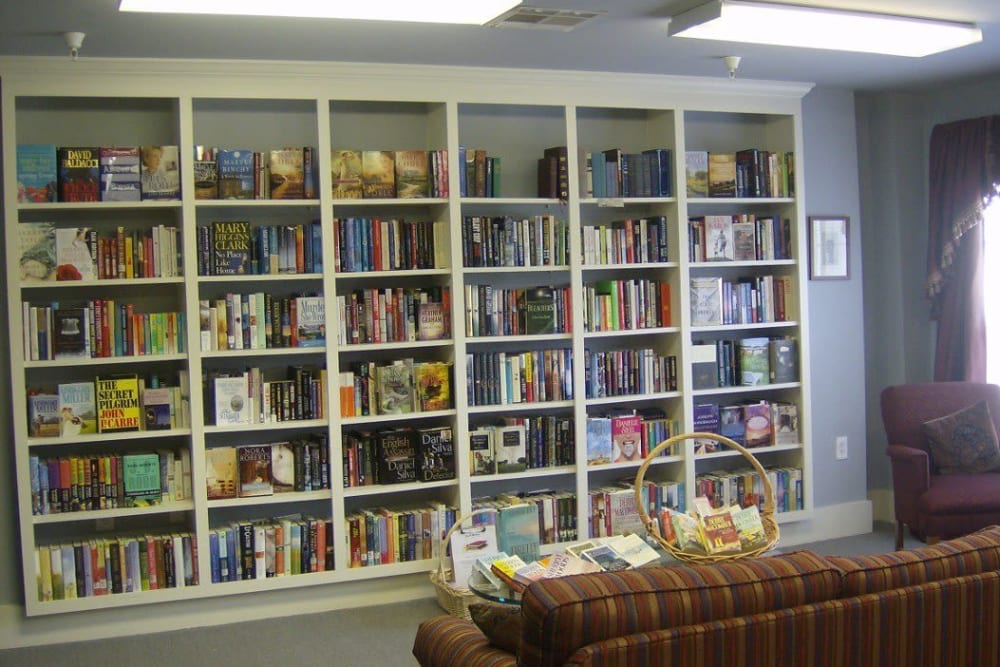 An onsite library at Atlantic at Twin Hickory in Glen Allen, Virginia