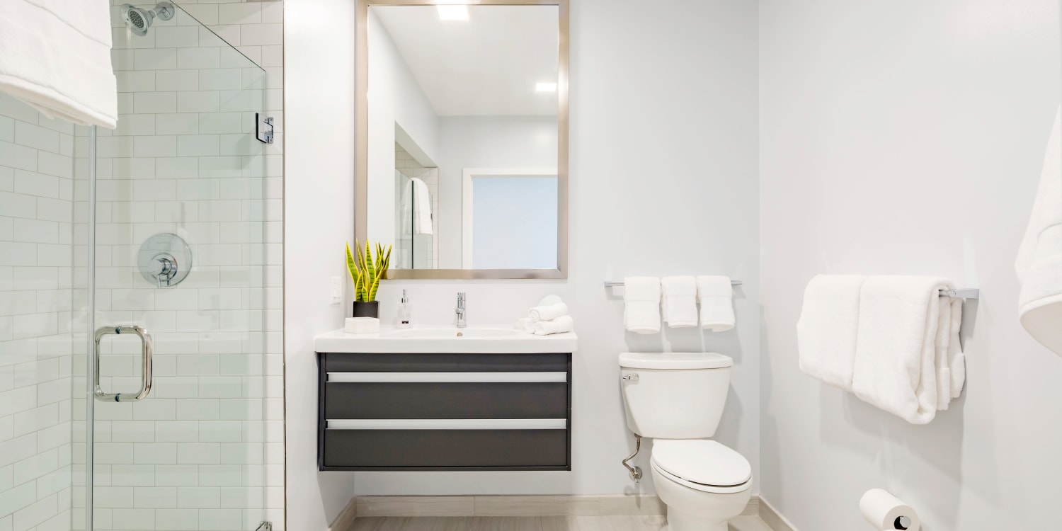 AdMo Heights offers a bathroom in Washington, District of Columbia
