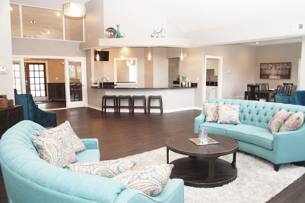 Spacious clubhouse featuring community seating and modern amenities at Fox Chase Apartments in Cincinnati, Ohio