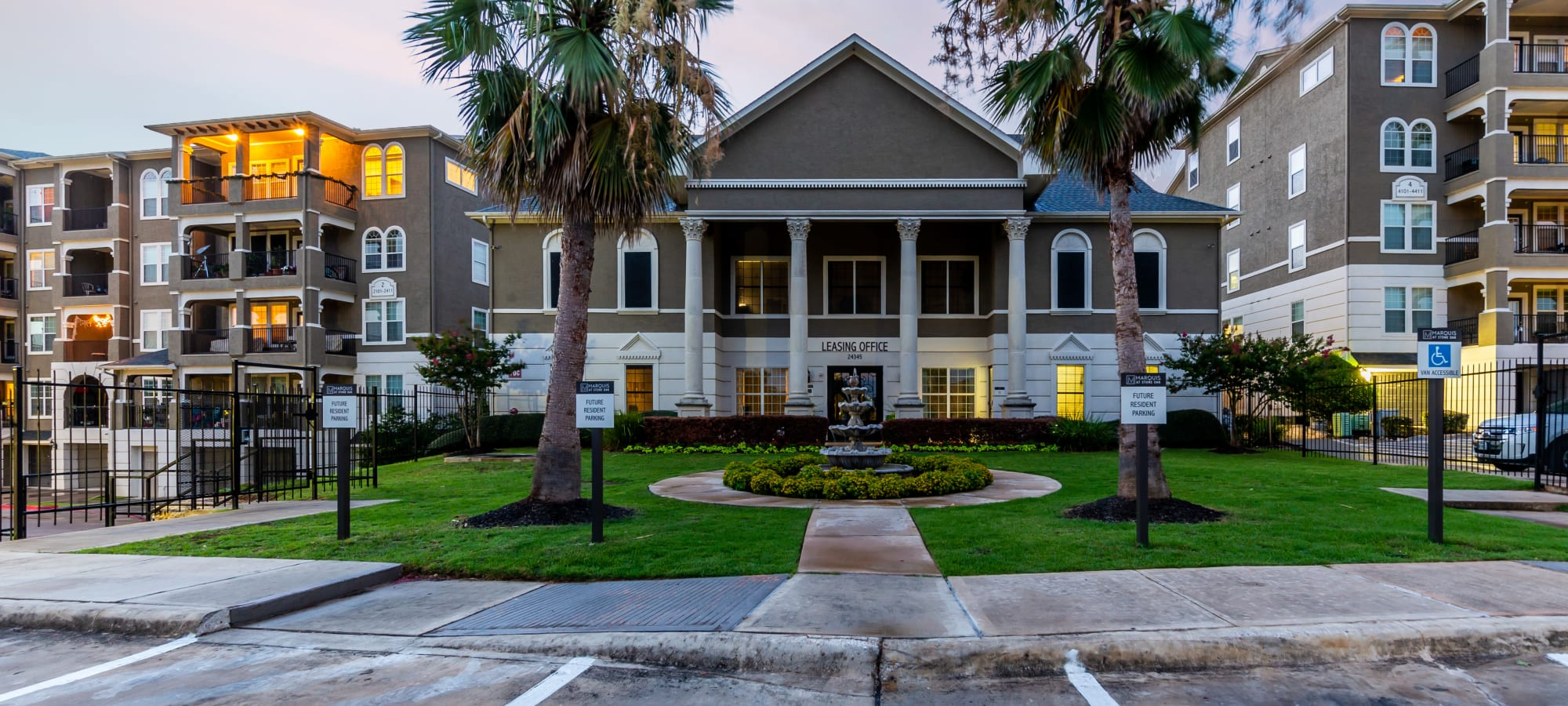 Apartments at Marquis at Stone Oak in San Antonio, Texas