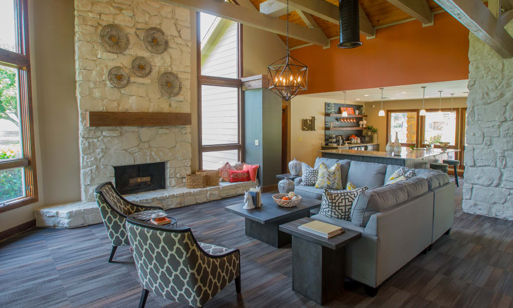 Spacious Clubhouse Lounge at Chardonnay in Tulsa, Oklahoma