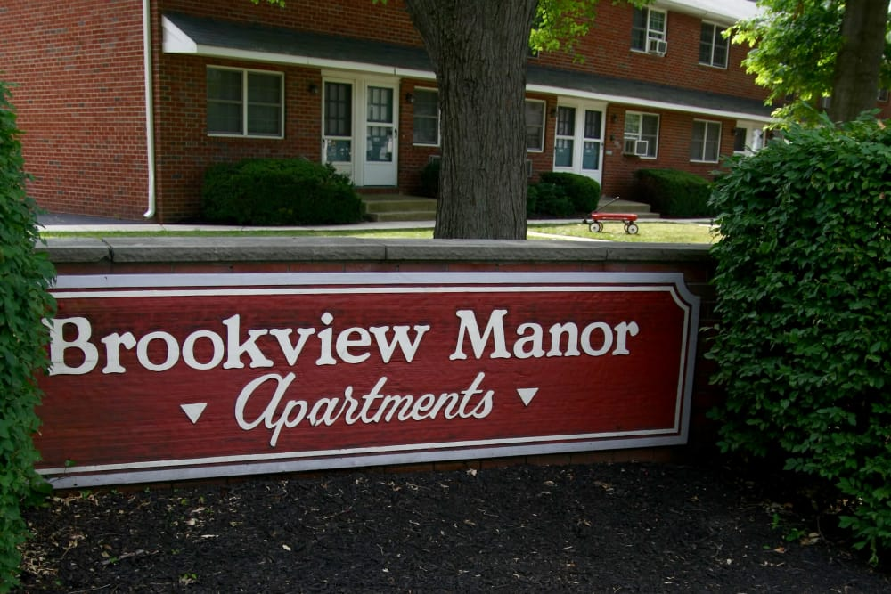 Brookview Manor Apartments sign