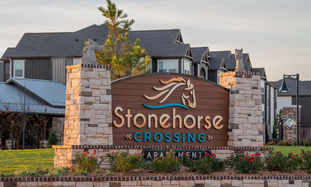 Sign to Stonehorse Crossing Apartments in Oklahoma City, Oklahoma