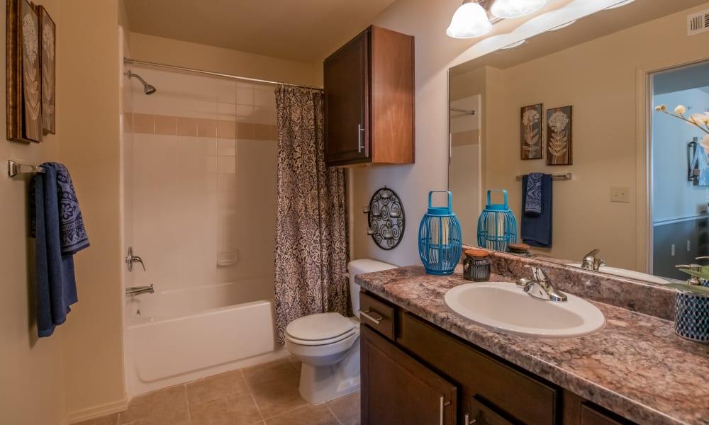 Large bathroom at Park at Tuscany in Oklahoma City, Oklahoma
