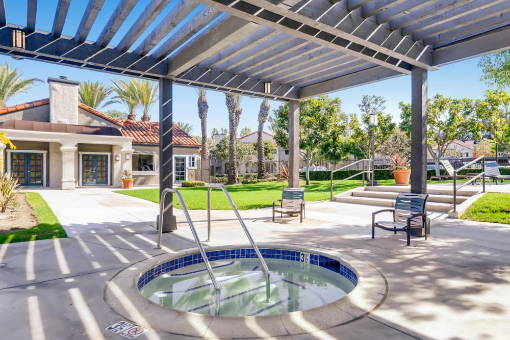 Beautiful swimming pool on a sunny day at Hidden Hills Condominium Rentals in Laguna Niguel, California