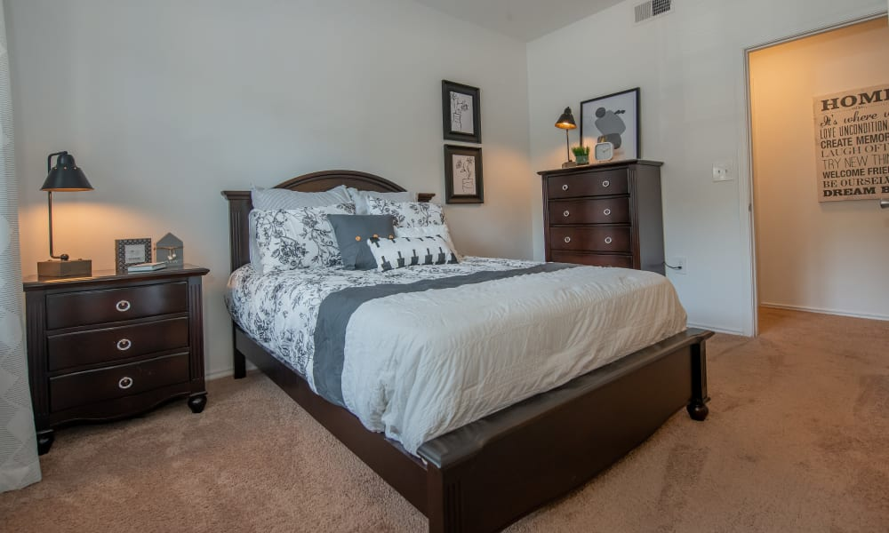 An apartment bedroom at The Pointe of Ridgeland in Ridgeland, MS
