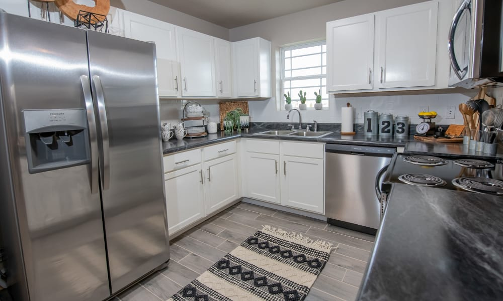 Bright kitchen at Stonehorse Crossing Apartments in Oklahoma City, Oklahoma