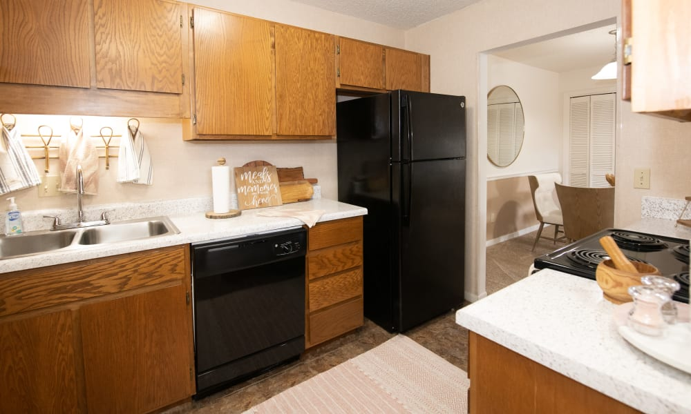 An apartment kitchen at The Mark Apartments in Ridgeland, MS