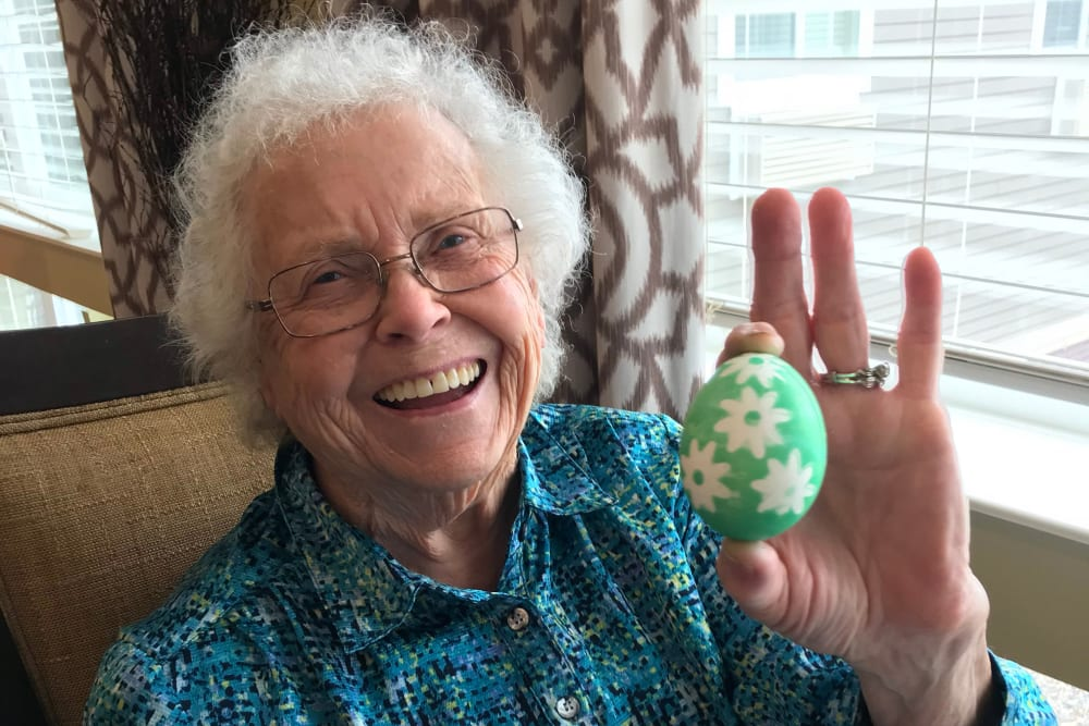 Resident decorating an Easter egg at Edencrest at Siena Hills in Ankeny, Iowa