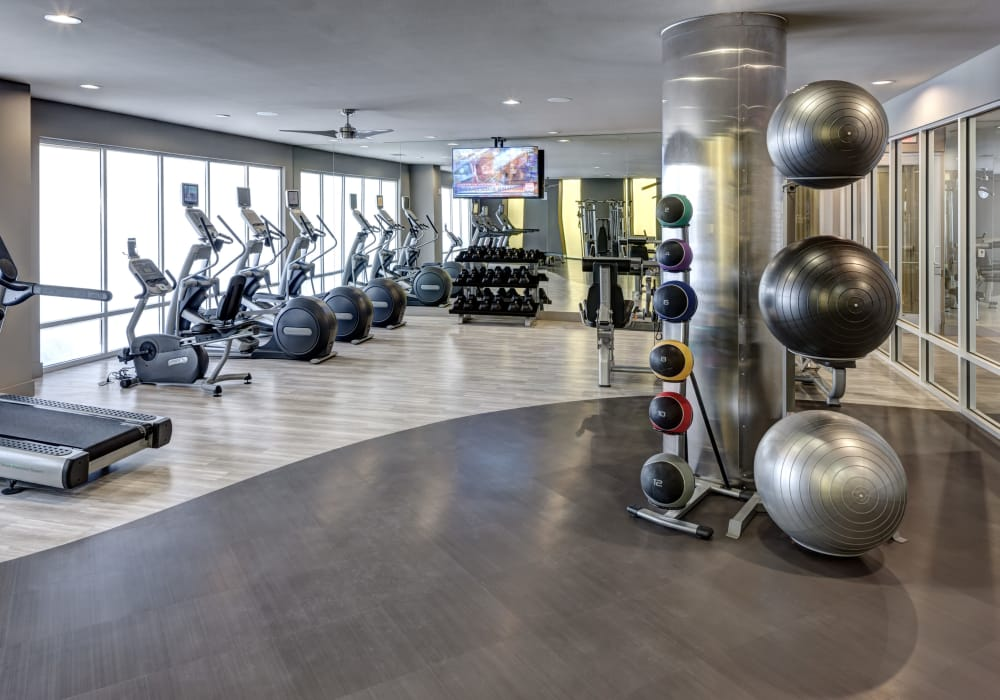 Maple District Lofts offers a state-of-the-art fitness center in Dallas, Texas