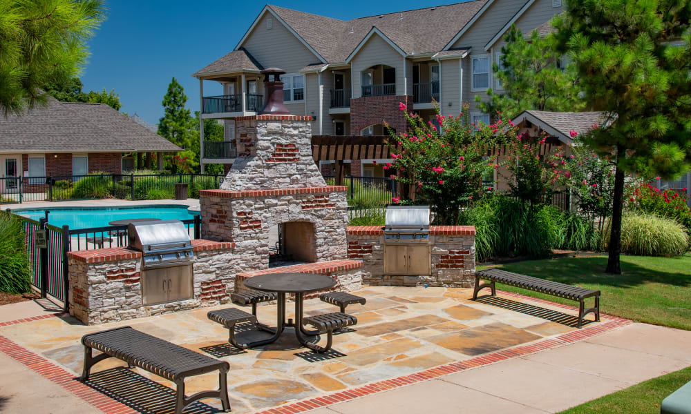 Resident grill & chill area at Fountain Lake in Edmond, Oklahoma